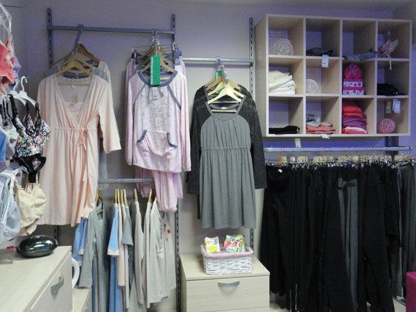 Магазин одежды для беременных NEW FORM предлагает основные группы товаров   одежда джинсовая, повседневная и нарядная одежда для беременных женщин, ... 26bf48e6fa1