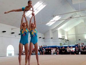 Чувство ритма, отличное равновесие и гибкость. Соревнования по спортивной акробатике в Витебске