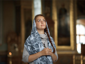Можно ли женщине без платка зайти в православный храм?
