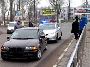 В Витебске при переходе дороги в неположенном месте женщина попала под колеса авто