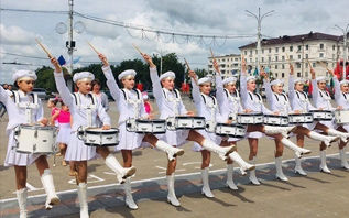 В фестивальном Витебске прошел международный конкурс барабанщиц и мажореток